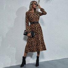 Kleid mit Leopard Muster und Rueschenbesatz ohne Guertel