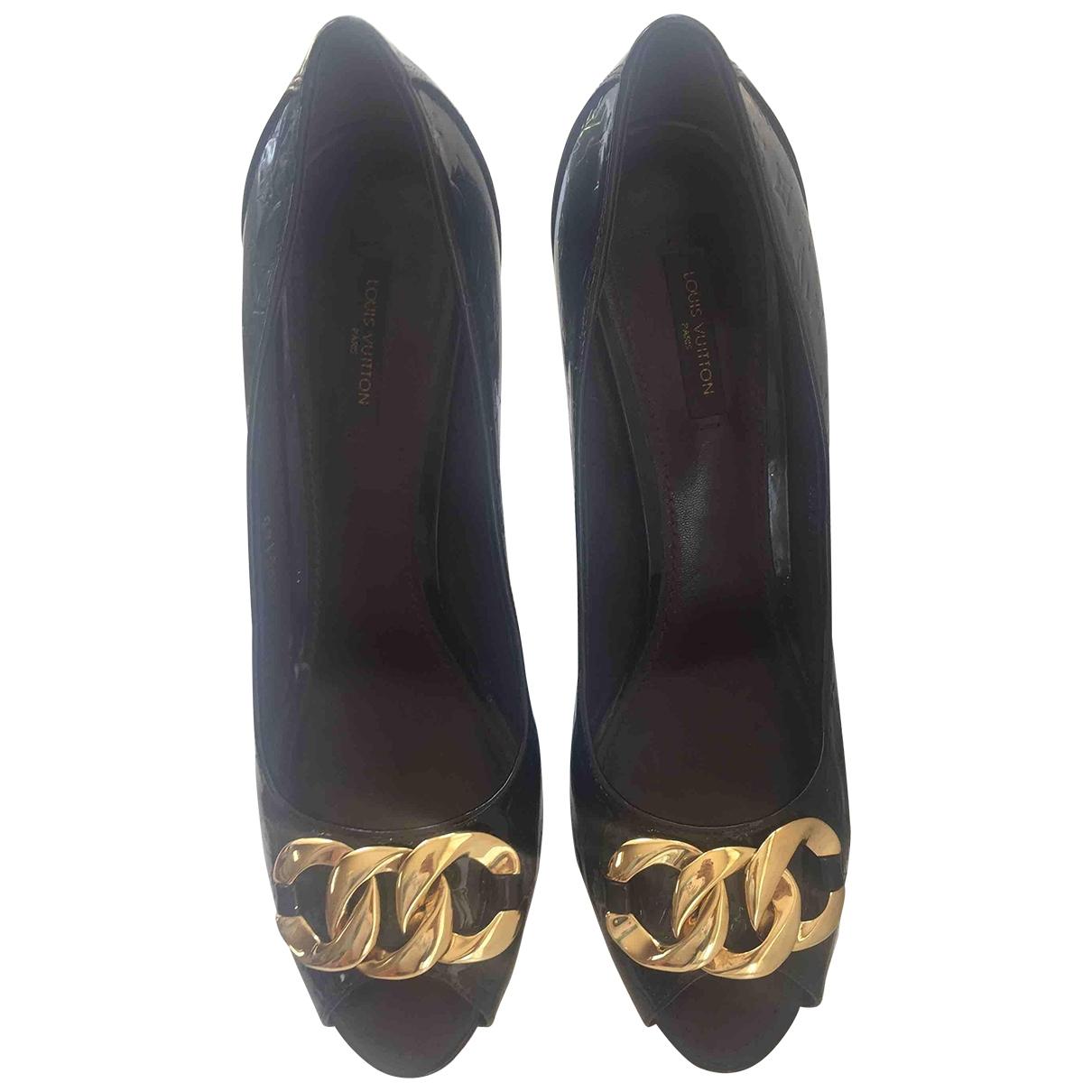 Louis Vuitton \N Pumps in Lackleder