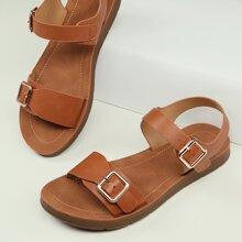 Sandalias planas con tira tobillera con hebilla gemela de punta abierta