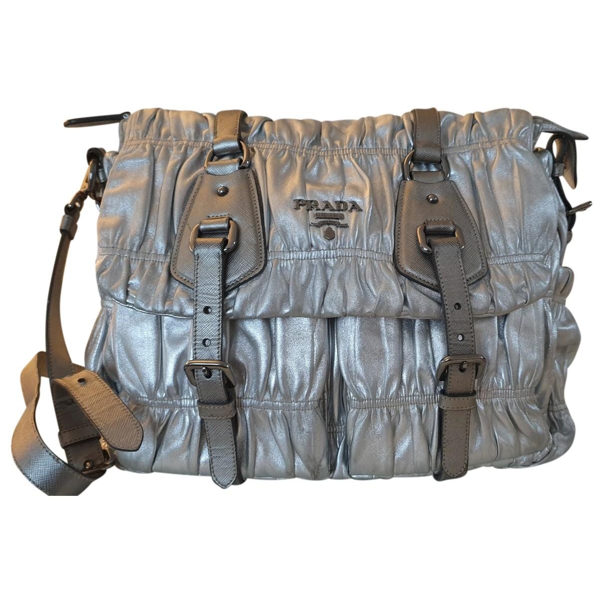 Prada \N Handtasche in  Silber Leder