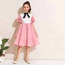Maedchen Kleid mit Schleife und Plissee