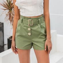 Simple Shorts mit Knopfen und Guertel