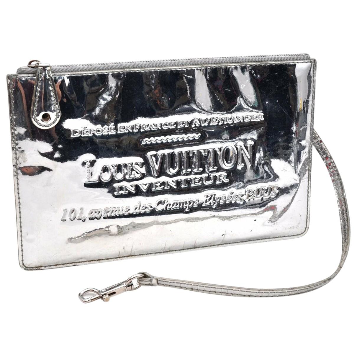 Louis Vuitton Plat Clutch in  Silber Leinen