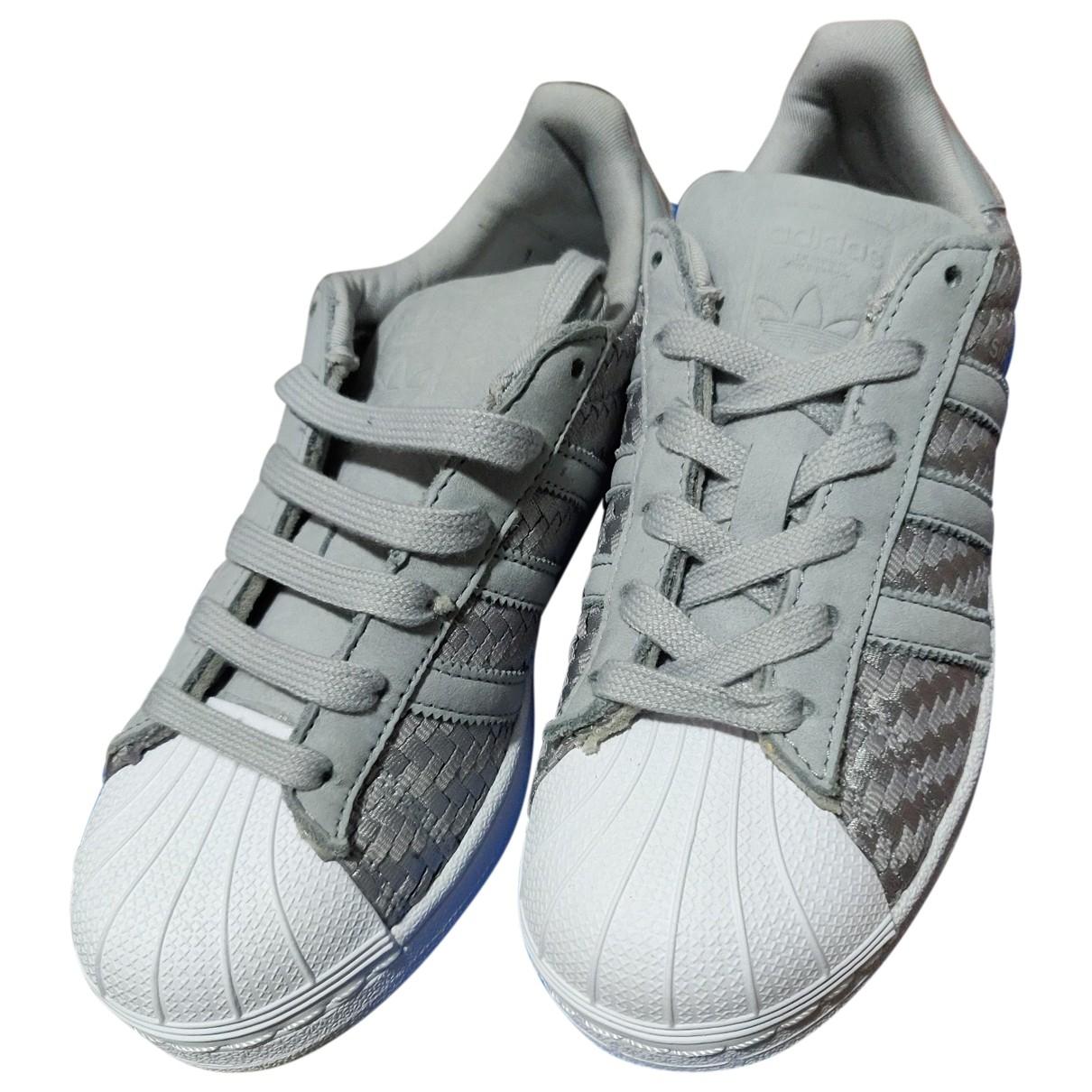 Adidas Superstar Sneakers in  Grau Leinen
