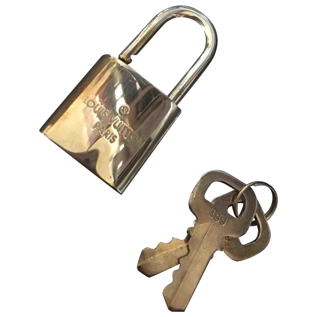 Louis Vuitton Lockit Taschenschmuck in  Gold Stahl