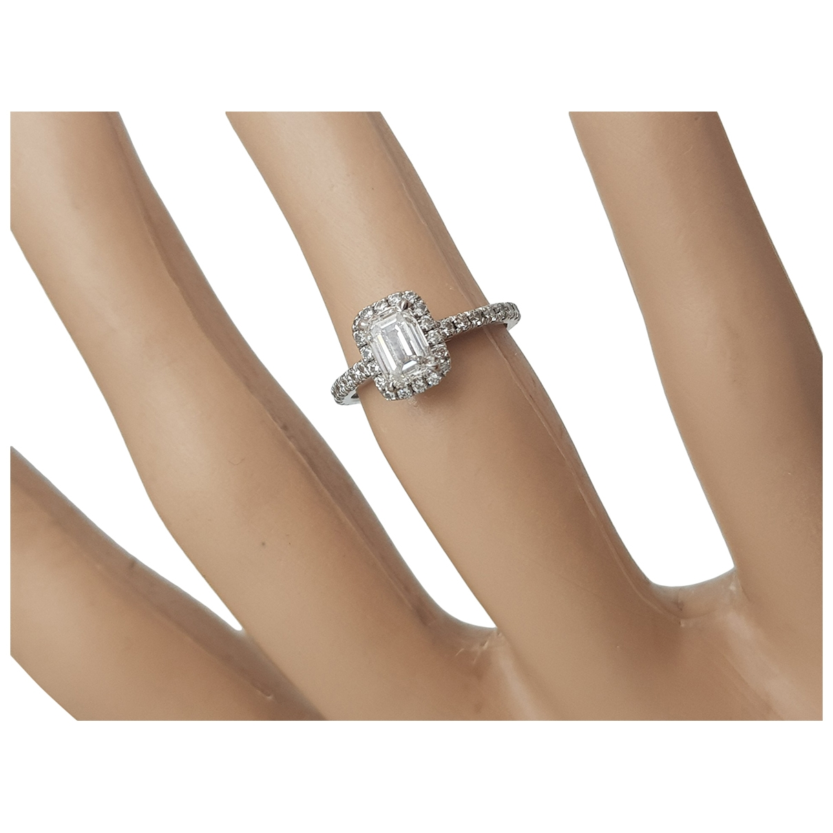 Non Signé / Unsigned Solitaire White White gold ring for Women \N