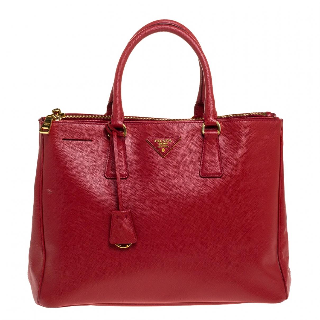 Prada saffiano  Handtasche in  Rot Leder