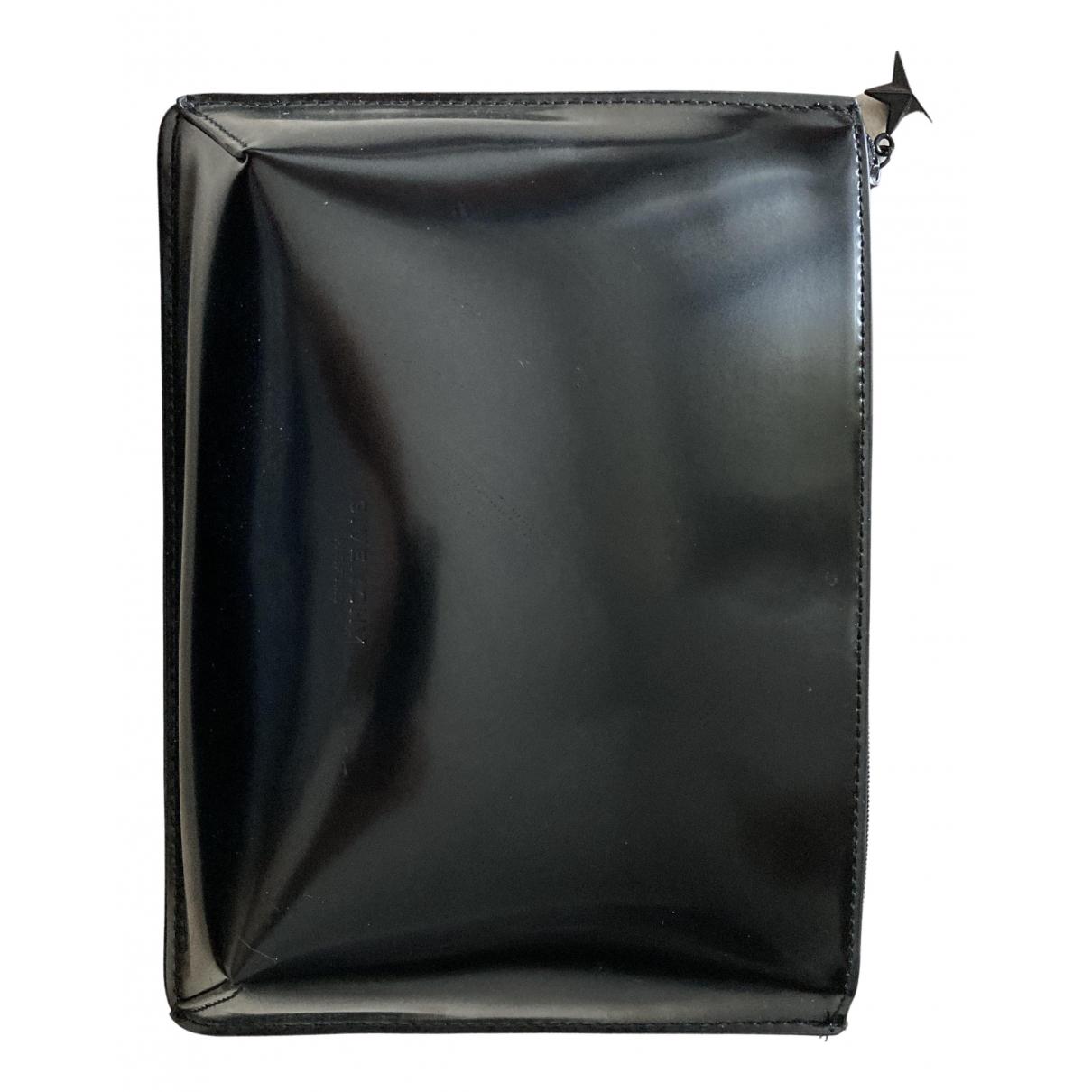 Givenchy \N Clutch in  Schwarz Kunststoff