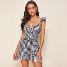 Kleid mit Rueschenbesatz, Selbstguertel und Karo Muster
