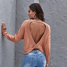 Einfarbiger rueckenfreier Pullover mit Twist hinten
