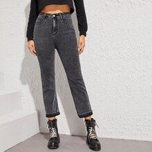 Jeans mit Waesche und Knopfen vorn