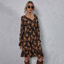 Kleid mit Blumen Muster und gesammelter Taille