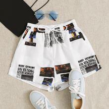 Shorts mit Zeitung Muster, schraegen Taschen und Kordelzug