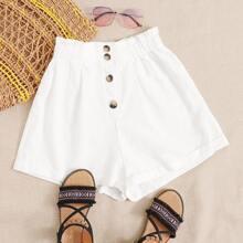 Shorts mit Falten und Knopfen