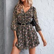 Kleid mit Blumen Muster, Rueschenbesatz ohne Guertel