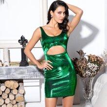 Rueckenfreies figurbetontes Kleid mit Ausschnitt vorn