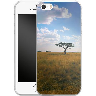 Apple iPhone 5s Silikon Handyhuelle - Tanzanian Savanna von Omid Scheybani