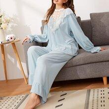 Schlafanzug Set mit Stickereien, Netzstoff Einsatz und Rueschen