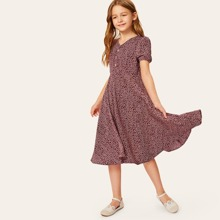 Maedchen Kleid mit Gaensebluemchen Muster und halber Knopfleiste