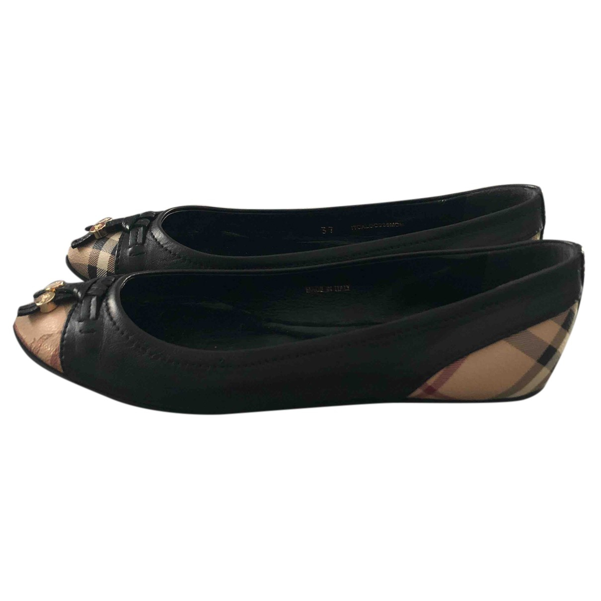 Burberry \N Ballerinas in  Schwarz Leder