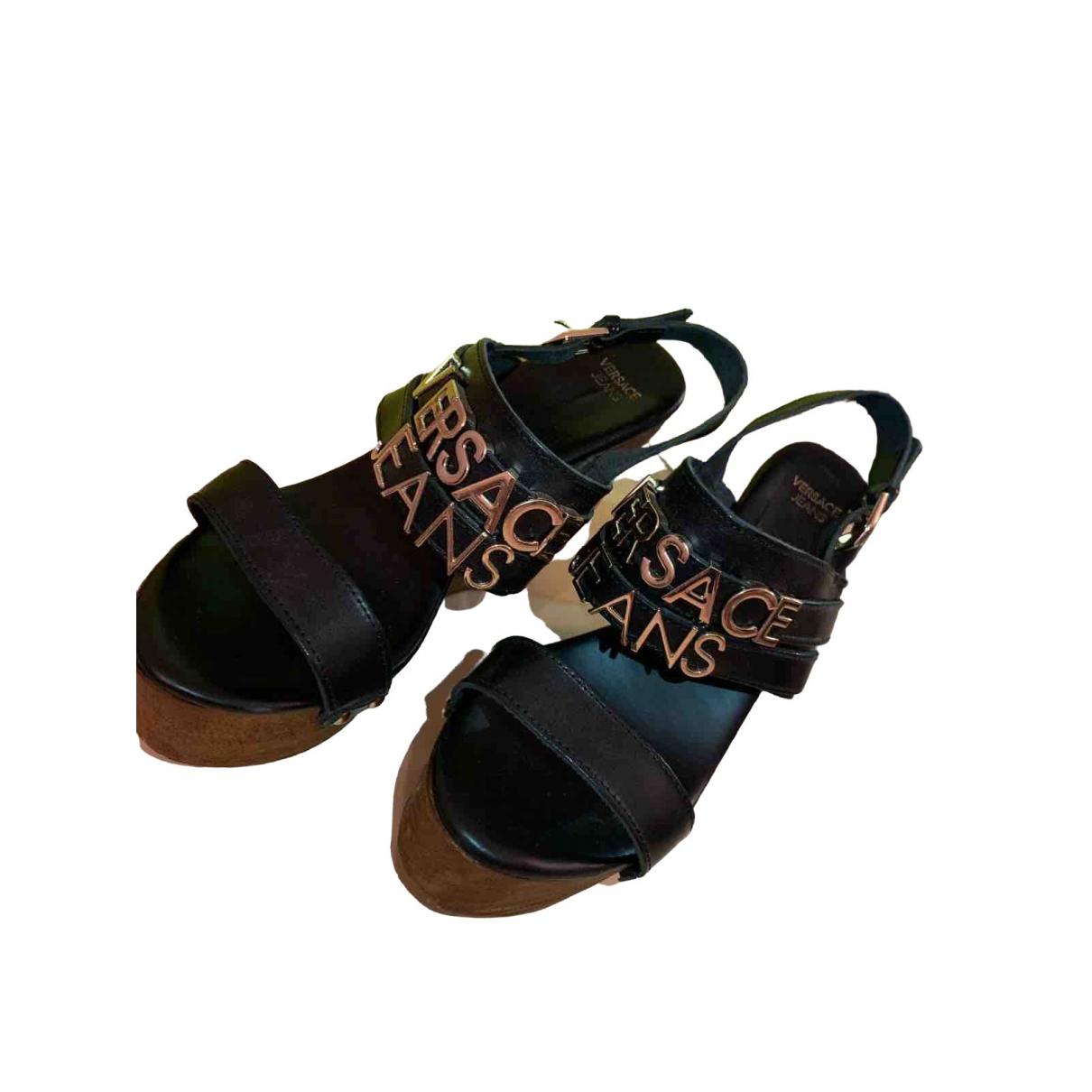 Versace Jeans \N Pumps in  Schwarz Leder