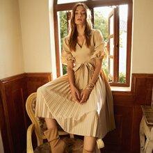 Kleid mit Puffaermeln, Guertel und Falten