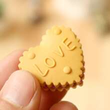 6pcs Cartoon Biscuit Eraser Set