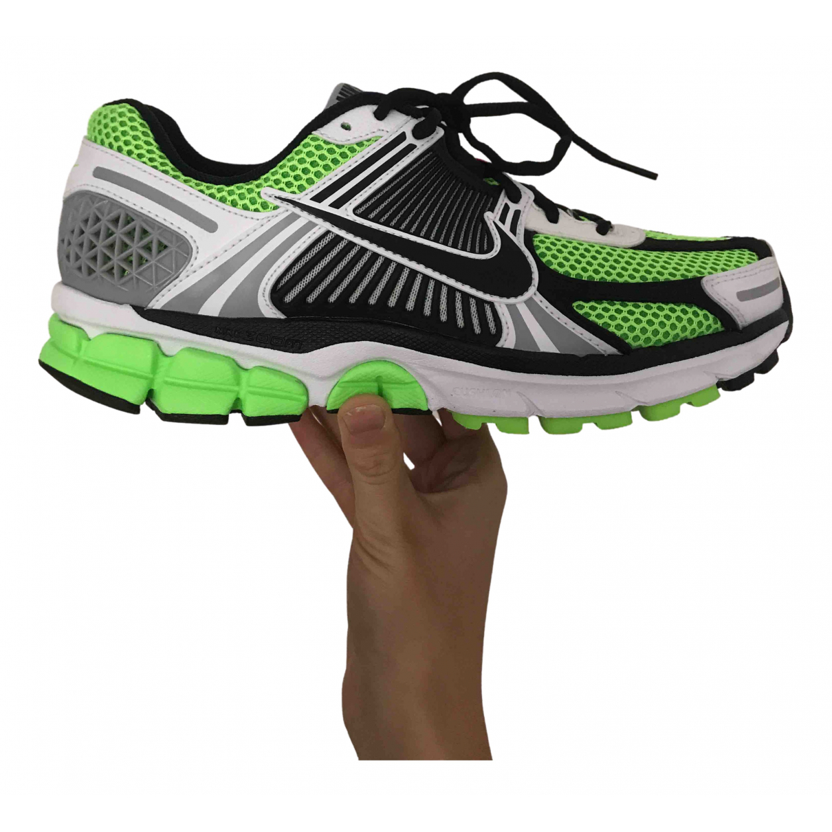 Nike Zoom Vomero Sneakers in  Gruen Leinen