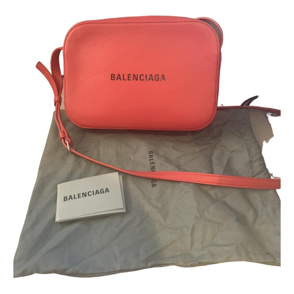 Balenciaga Camera Handtasche in  Rot Leder