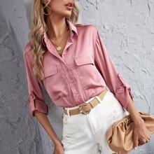 Camisa de saten de manga doblada con bolsillo