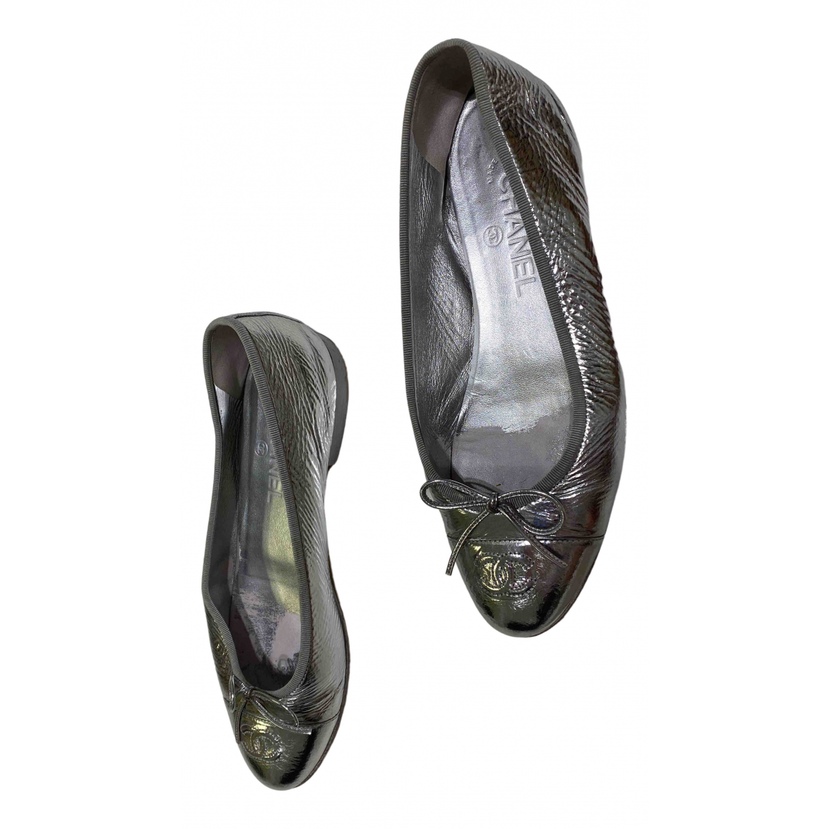 Chanel N Silver Leather Flats for Women 39 EU