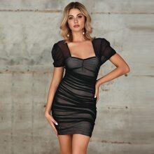 Double Crazy Figurbetontes Kleid mit Herzen Kragen, Ruesche und Netzstoff
