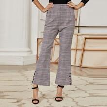 Hose mit Karo Muster, Knopfen Detail und ausgestelltem Beinschnitt