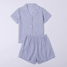 Schlafanzug Set mit Streifen und Knopfen