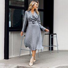 Zweireihiges Blazer Kleid mit Karo Muster, Falten am Saum und Guertel