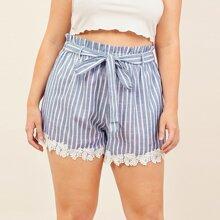 Shorts mit Papiertasche um die Taille, Guertel, Guipure Spitzenbesatz und Streifen