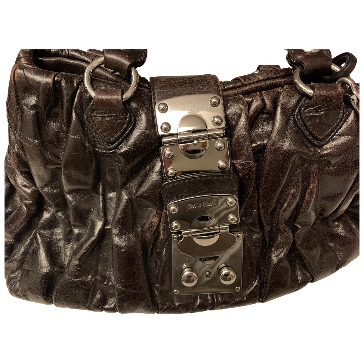 Miu Miu Matelasse Handtasche in  Braun Leder
