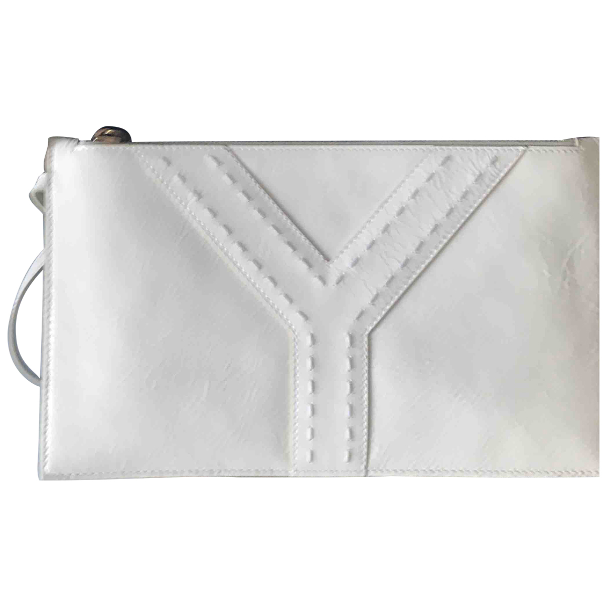 Yves Saint Laurent Muse Clutch in  Weiss Lackleder