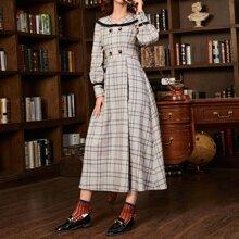 Kleid mit Knopfen vorn, Falten und Karo Muster