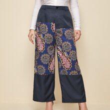 Hose mit Kontrast Paisley Muster und breitem Beinschnitt