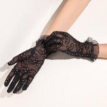 Handschuhe mit Rueschenbesatz und Spitze