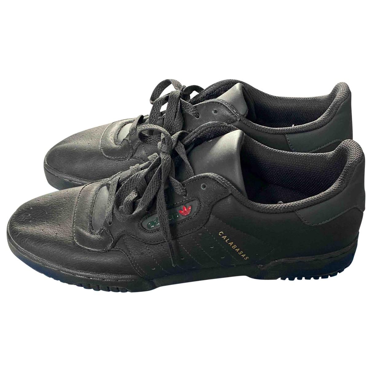 Yeezy \N Sneakers in  Schwarz Leder