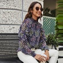 Camisa ribete con fruncido floral de margarita