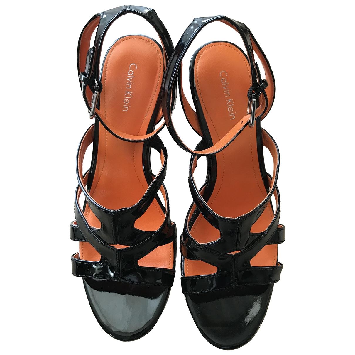 Calvin Klein - Sandales   pour femme en cuir verni - noir