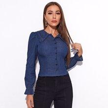 Denim Bluse mit Rueschenbesatz und einreihigen Knopfen