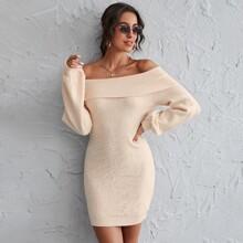 Schulterfreies Pulloverkleid mit Falten