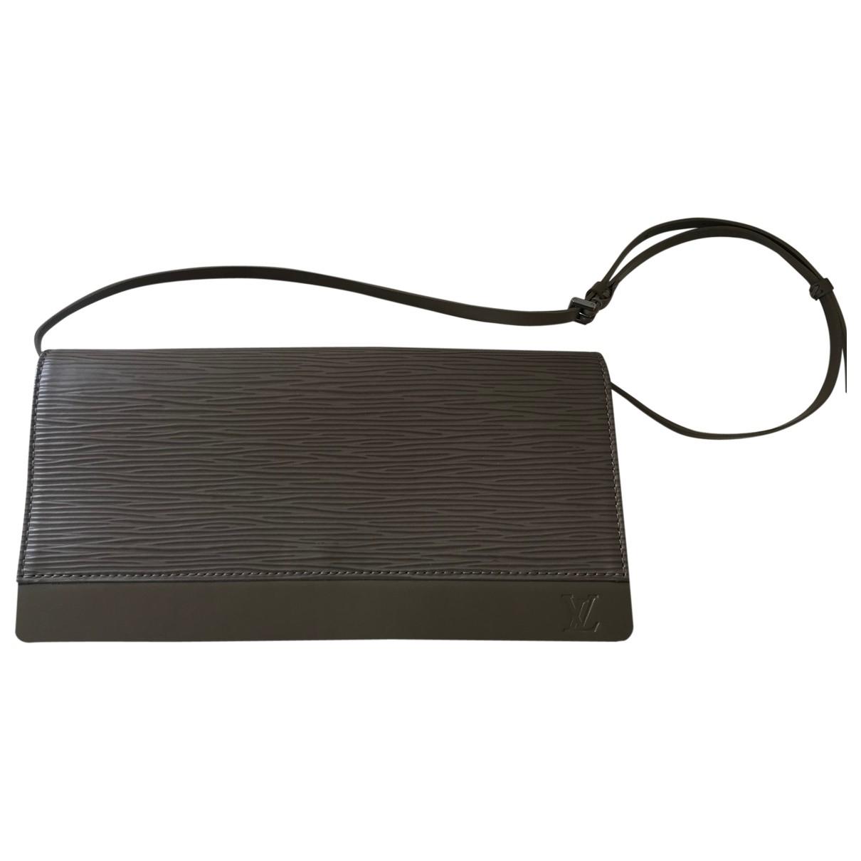 Louis Vuitton Honfleur Clutch in  Grau Leder
