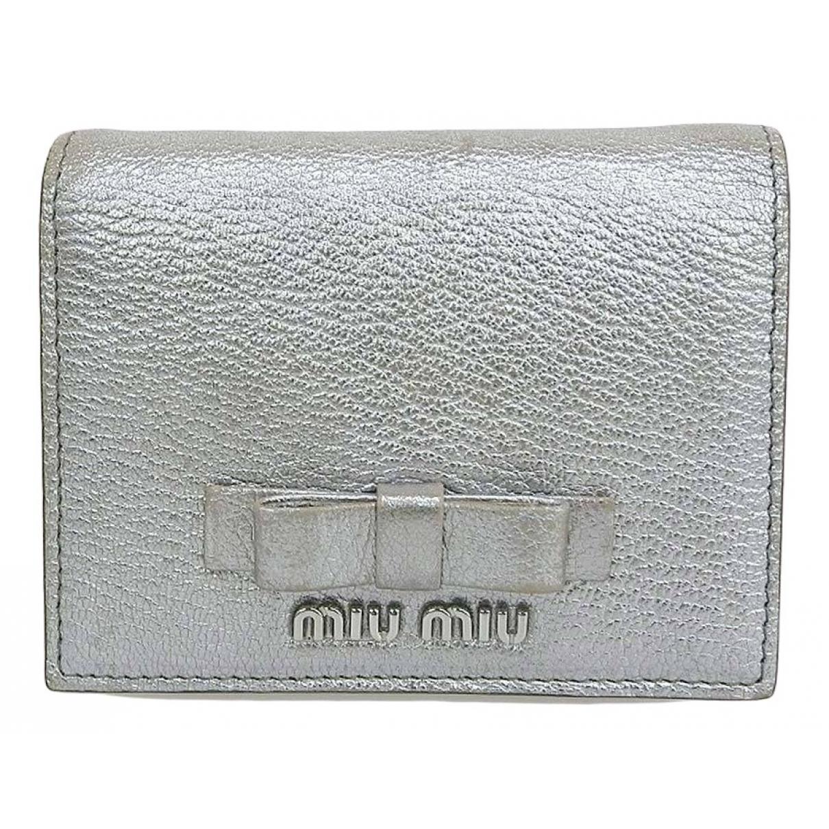 Miu Miu \N Portemonnaie in  Silber Leder