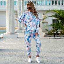 Pullover mit sehr tief angesetzter Schulterpartie und Batik Jogginghose Set
