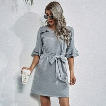 Kleid mit mehrschichtiger Ruesche an Ärmeln und Selbstguertel